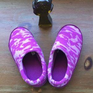 EUC girls size 12-13 L L Bean fleece slippers